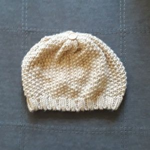 CHARLOTTE RUSSE WINTER KNIITED HAT
